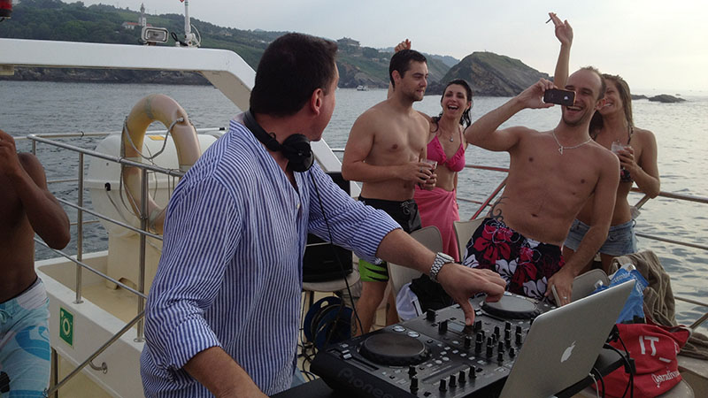 Dj fiesta barco